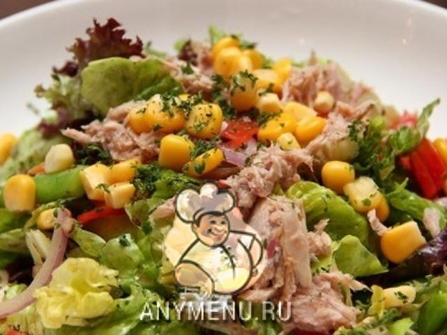 salat-iz-tunca-s-kukuruzoj