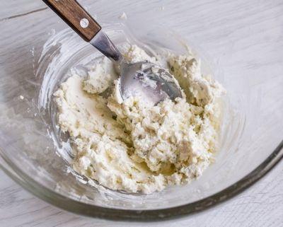Запеченный инжир с голубым сыром и медом