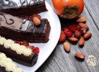 shokoladnii-pirog-s-hurmoi