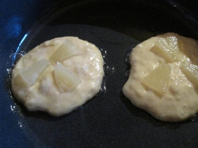 bananovye-oladi-s-ananasovym-pripekom