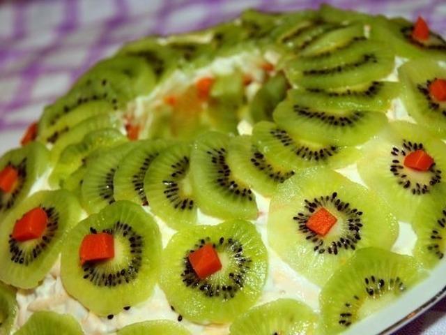 salat-fantaziya-s-kurinoj-grudkoj
