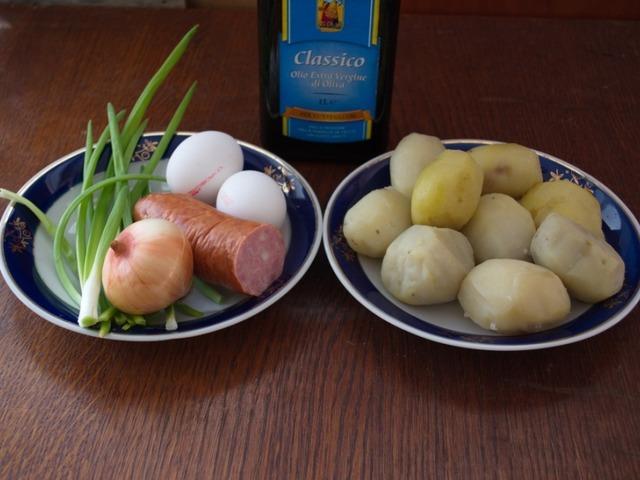 kartofelnye-kotlety-s-kolbasoj