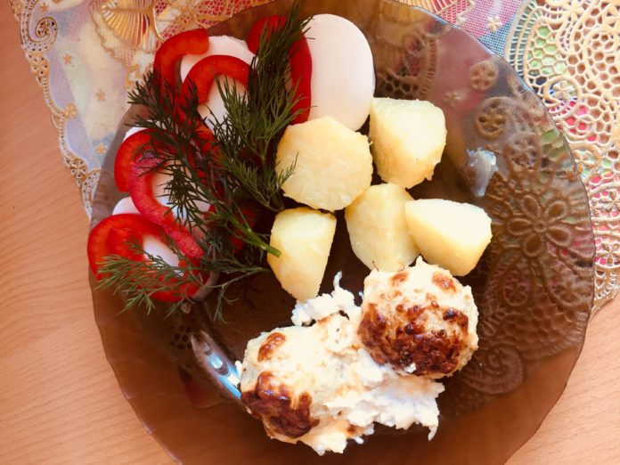 ribnie_frikadelki_v_slivochnom_souse_recept