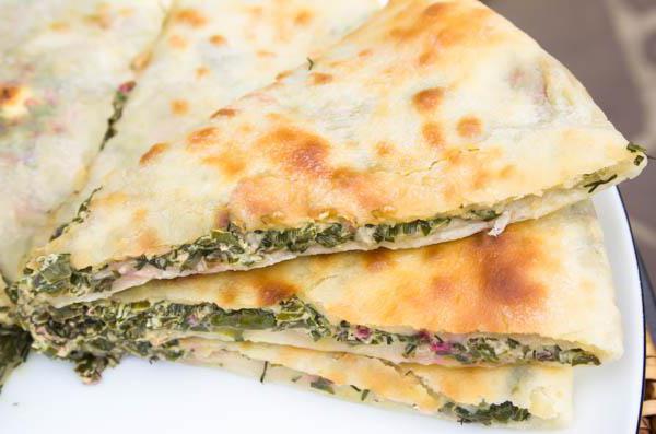 Осетинский пирог с зеленью и сыром - оригинальный рецепт