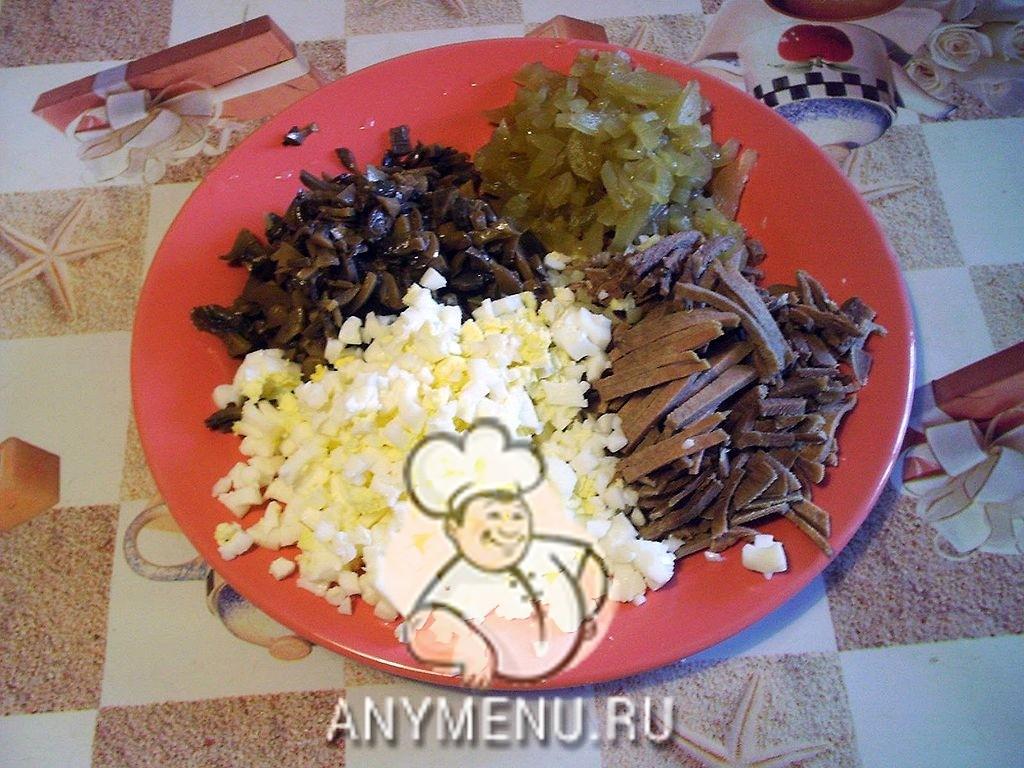 salat-iz-yazyka-c-gribami