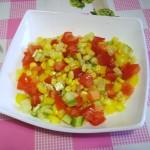 салат из свежиз овощей с кукурузой