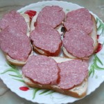 Бутерброд с копченной колбасой