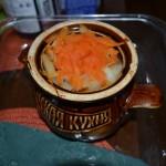Картофель под морковью в горшочке