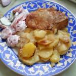 Свинина на косточке запеченая с картофелем