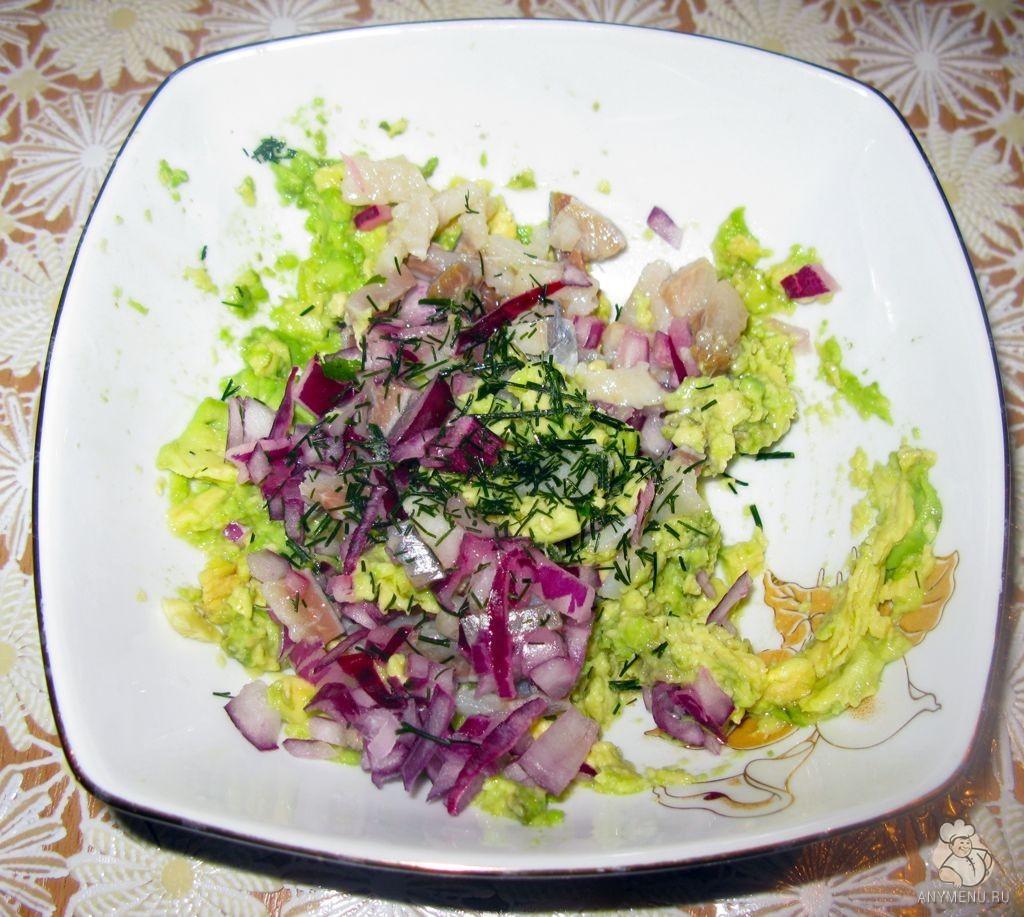 Салат из сельди и авокадо (7)