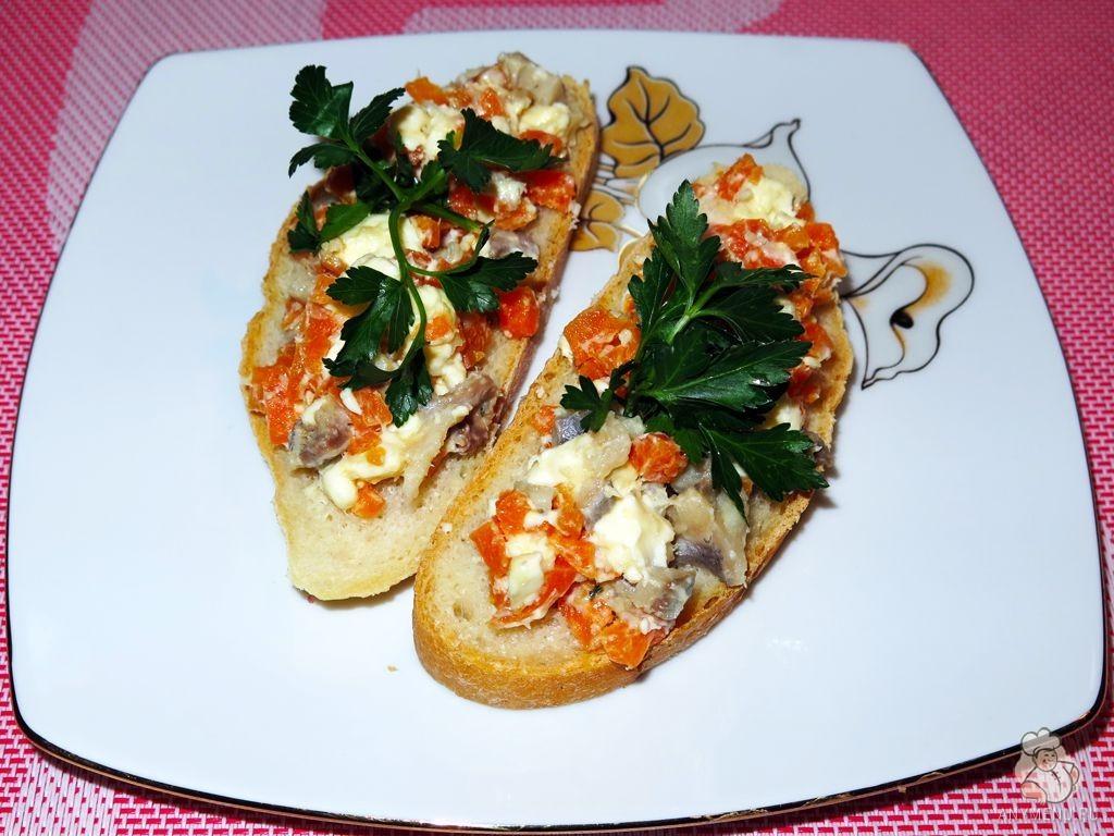 Закуска из селедки и плавленых сырков (5)