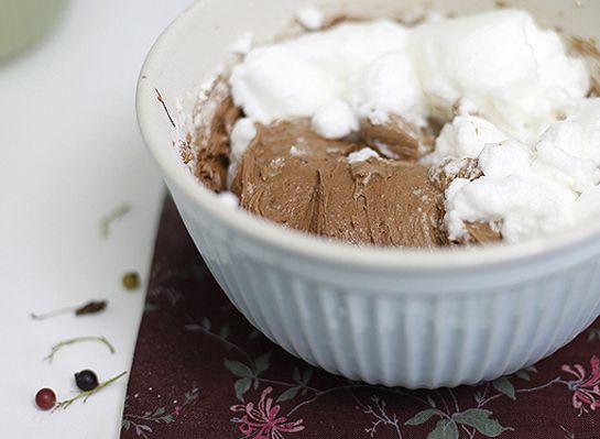 Шоколадный кекс с черной смородиной5