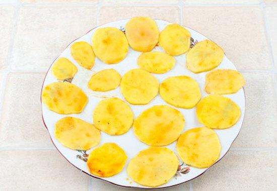 Картофельные чипсы4