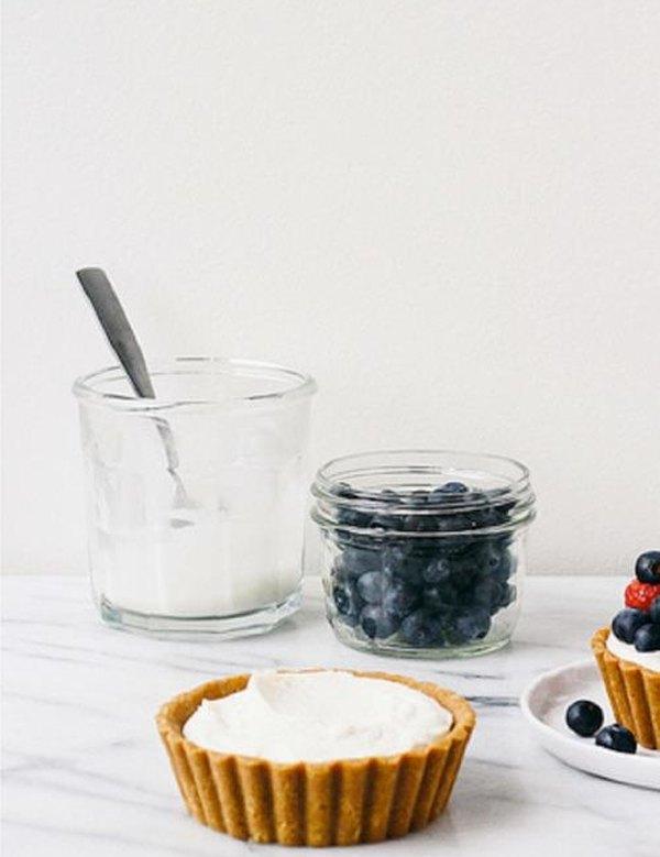 Пирожное корзиночка с кремом и ягодами4