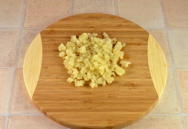 Салат из свеклы с ананасом и грецкими орехами3