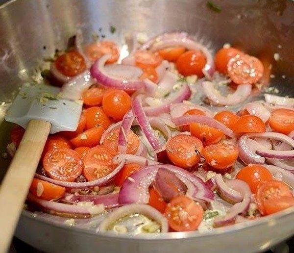 Паста с томатами базиликом и чесноком3