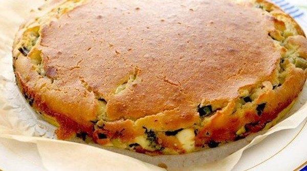 Быстрый заливной пирог с зелёным луком и яйцом3