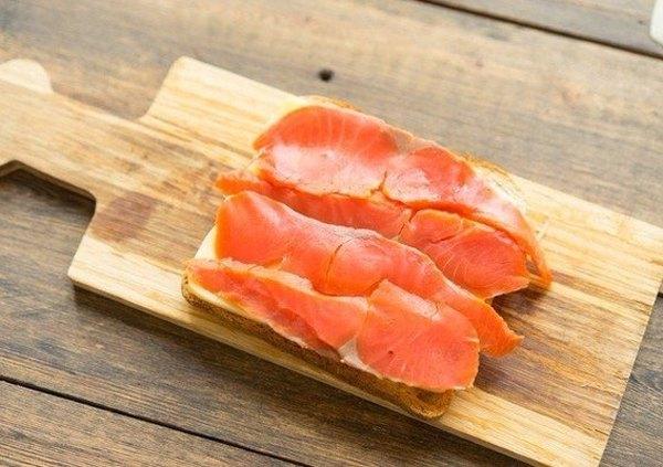 Cэндвич с икрой и рыбой4