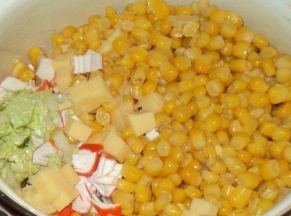 Салат с пекинской капустой и крабовыми палочками4