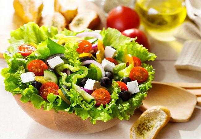 ovoshnoi-salat-s-brinzoi